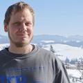 Tim Rode Peters installiert weltweit Sägen.